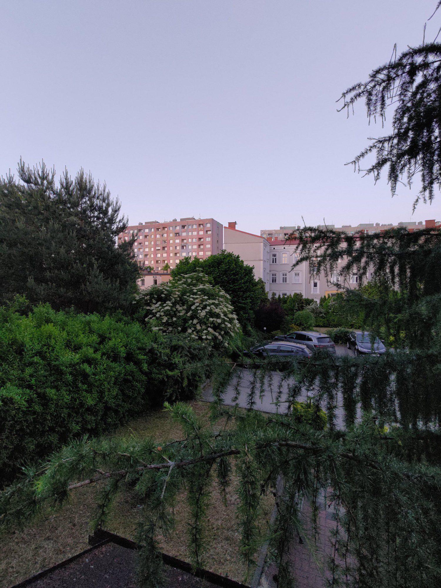 zdjęcie szerokokątne bloków