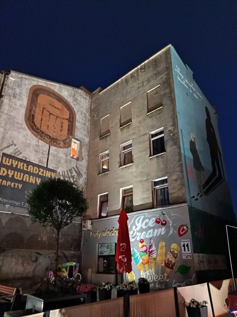 murale na budynkach w trybie nocnym Redmi Note 10 5G
