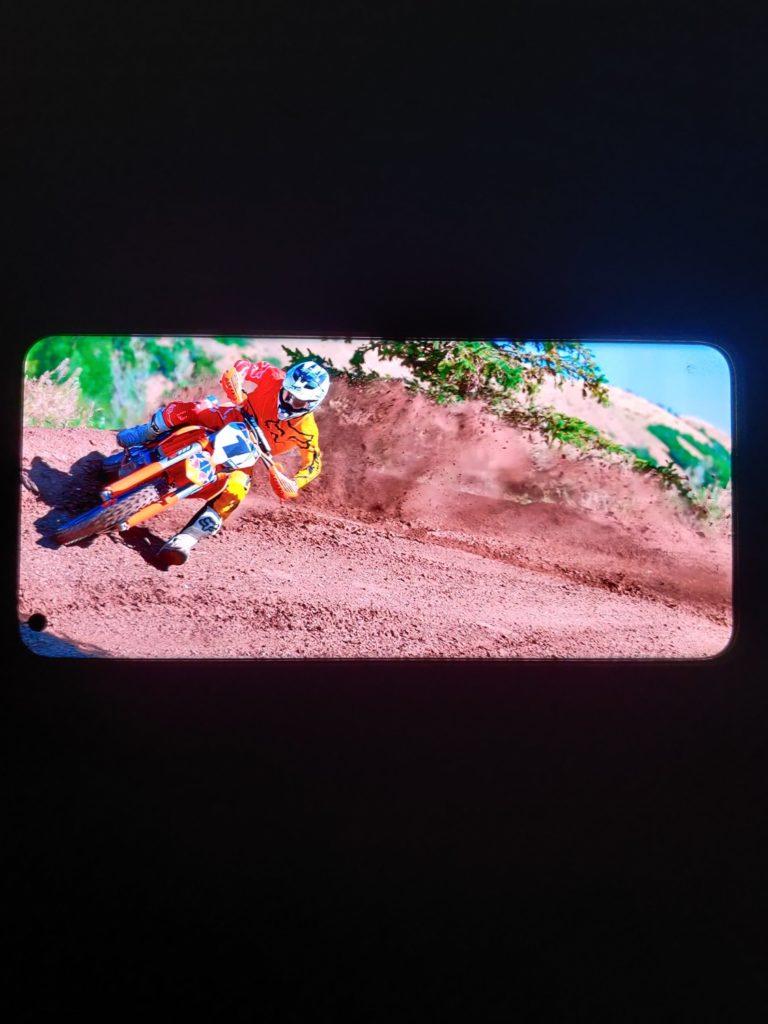 OnePlus 9 Pro ekran motocykl