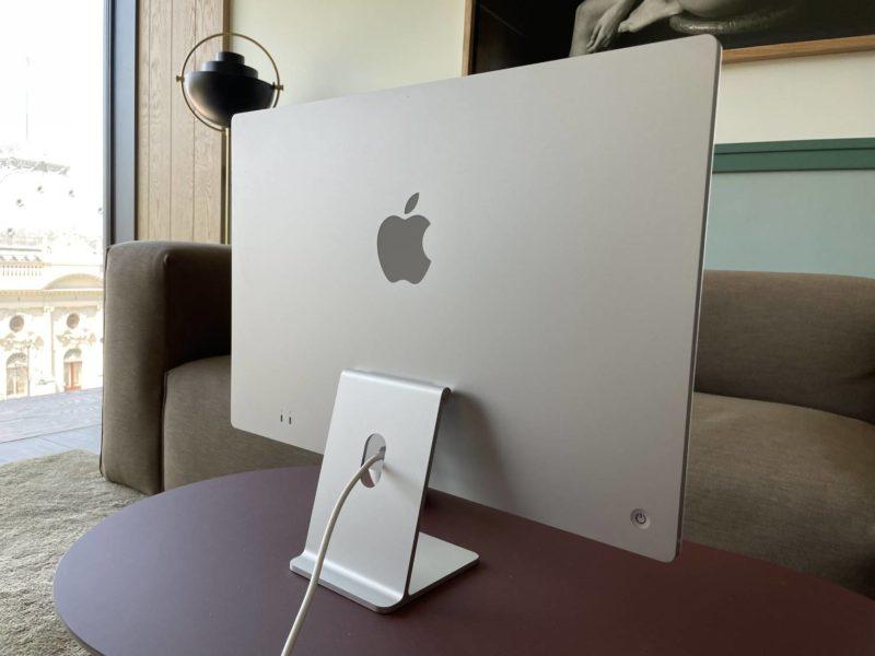 Recenzja Apple iMac M1 – wydajny, cichy, ładny. Czy ma jakieś wady?