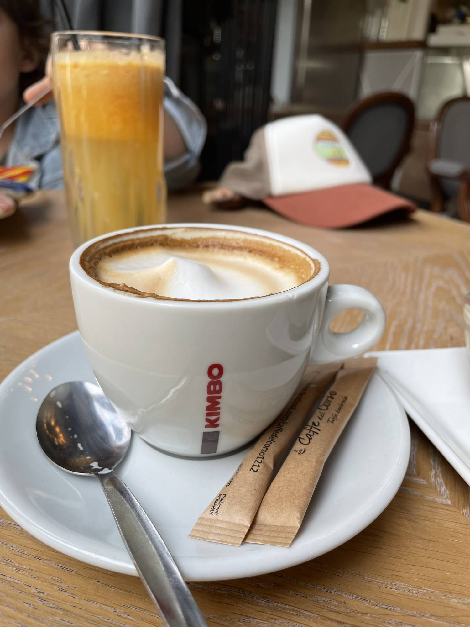 iPhone 12 - zdjecie kawy