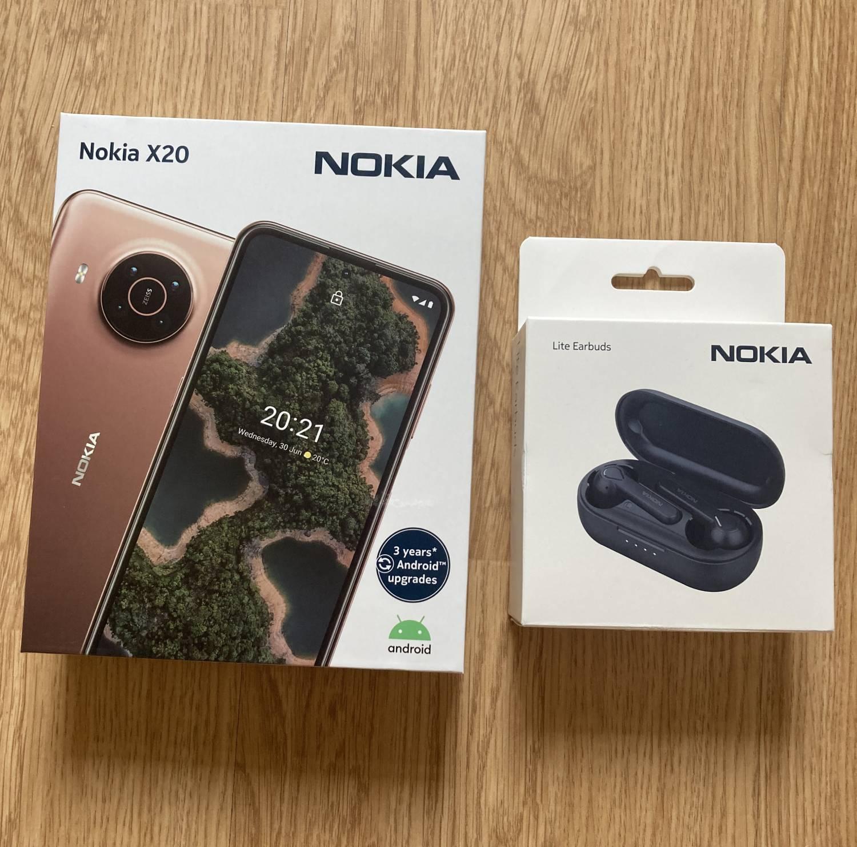Nokia X20 i słuchawki Earbuds Lite opakowania