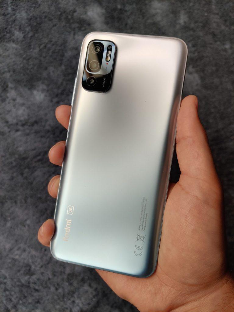plecki Redmi Note 10 5G w dłoni