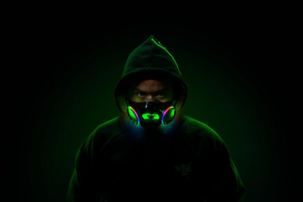 Razer Project Hazel mężczyzna w kapturze w masce