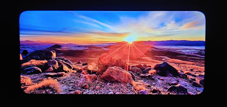 słońce na wyświetlaczu w Redmi Note 10 5G