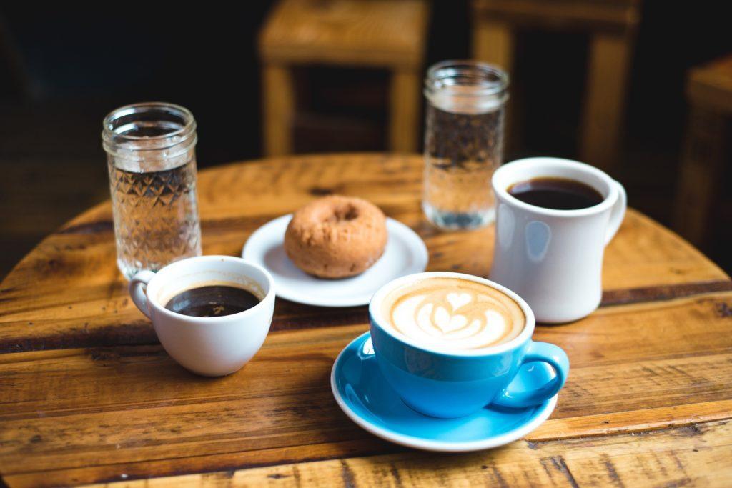śniadanie kawa ciastko