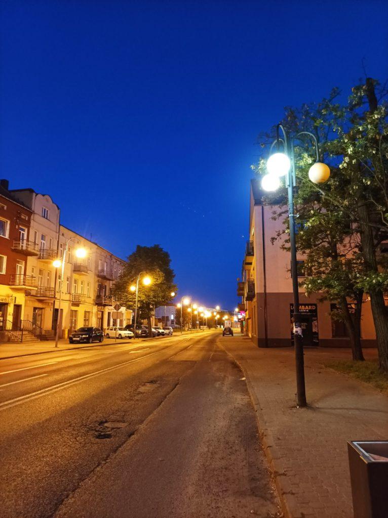 ulica w trybie nocnym Redmi Note 10 5G