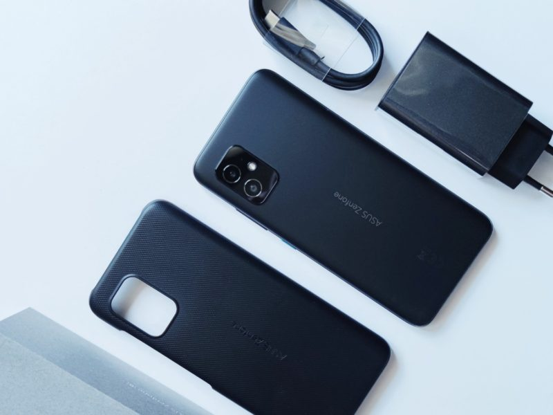 Recenzja ASUS Zenfone 8. Mini rozmiary, ale wielkie możliwości
