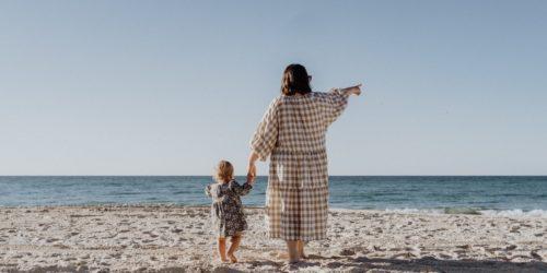 Wakacje z dzieckiem – jak przygotować wyprawkę na letni wypoczynek z maluszkiem?