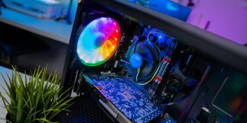 Jak skutecznie schłodzić komputer? Jak dbać latem o niskie temperatury?
