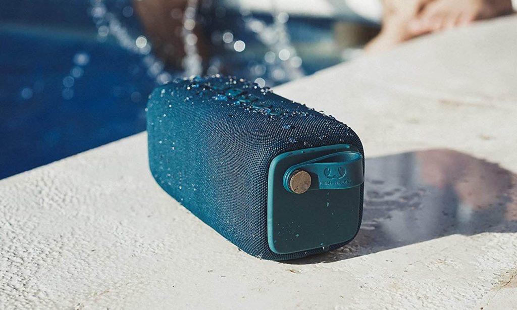 głośnik przenośny bluetooth na plażę