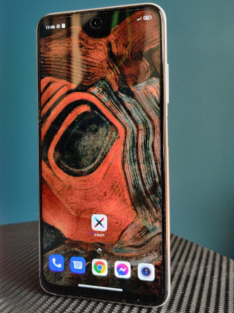 Redmi Note 10 5G na stojąco