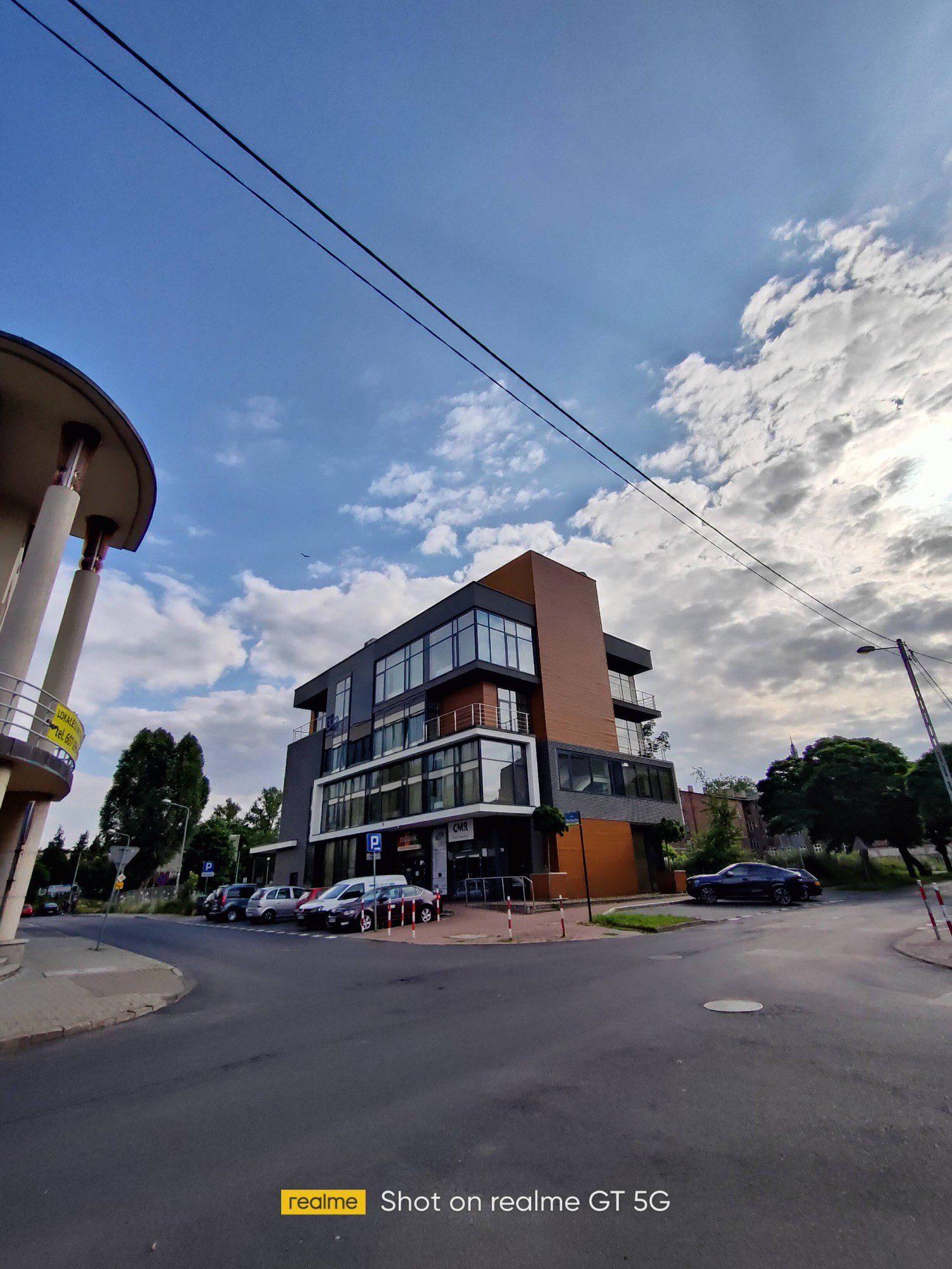 budynek-szerokokatne-realme-gt-5g-geex