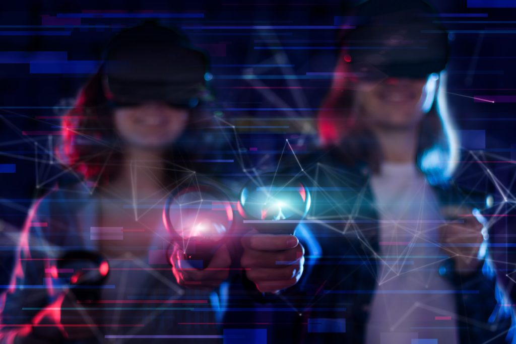 dwie dziewczyny grają w VR
