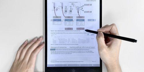 Kolorowy papier elektroniczny, który pobiera energię ze światła. Czy to ekran przyszłości?