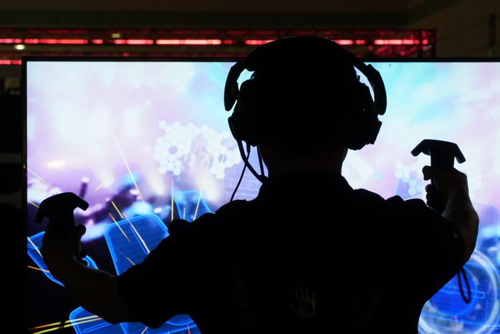 granie w grę VR