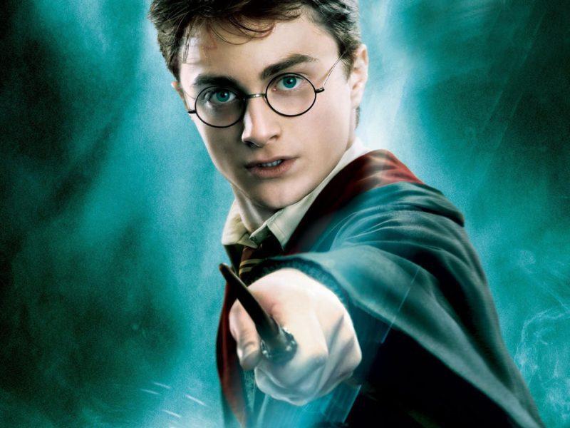 Harry Potter. Jaka jest kolejność filmów i książek o przygodach młodego czarodzieja?