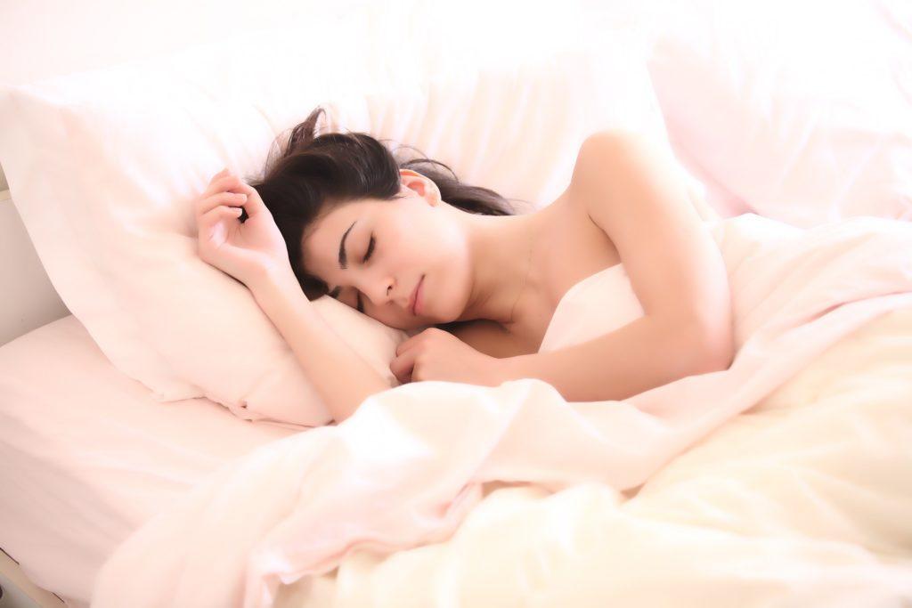 kobieta śpiąca
