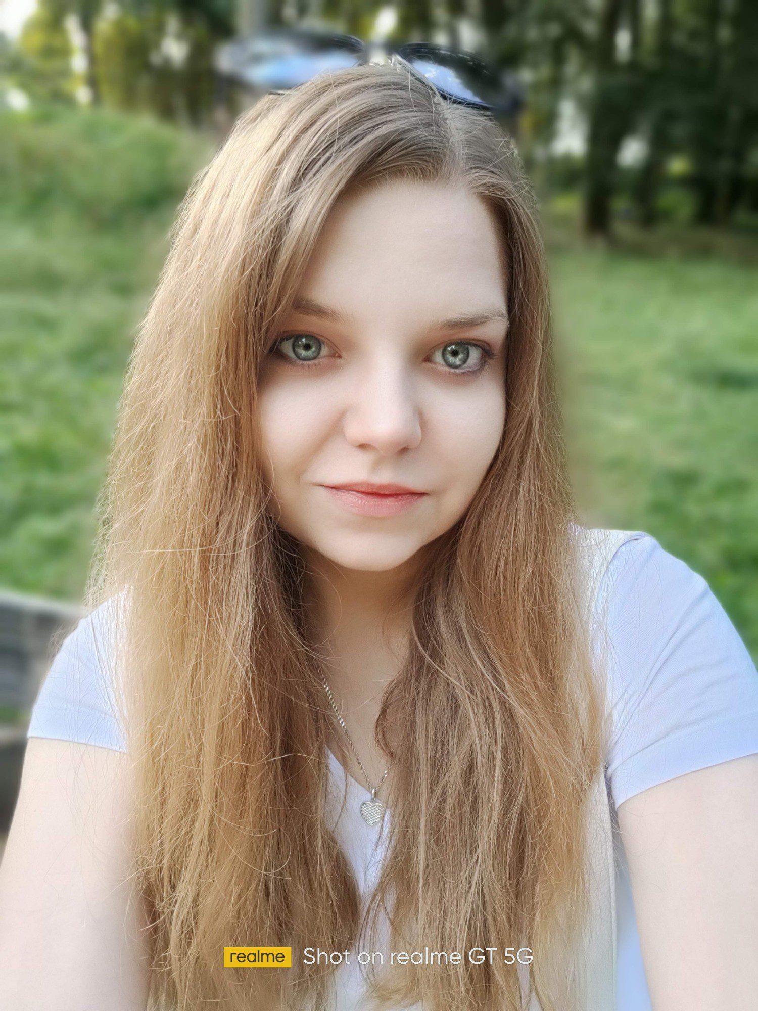 ...i selfie z automatycznym upiększaniem w trybie portretowym z rozmytym tłem