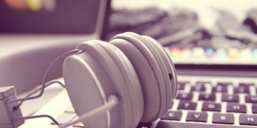 Najlepsza muzyka do pracy w biurze. Jak dźwięki wpływają na naszą efektywność?