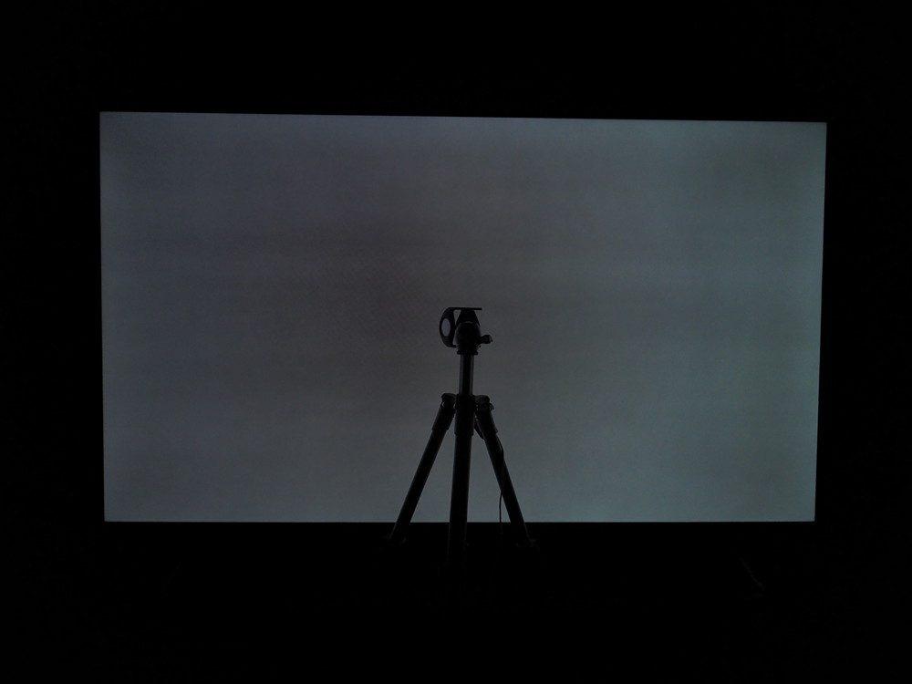 szara plansza na ekranie xiaomi mi led tv p1 55 (widać zmiany odcieni)