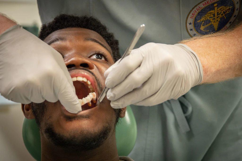zęby z drukarki 3D osadzanie