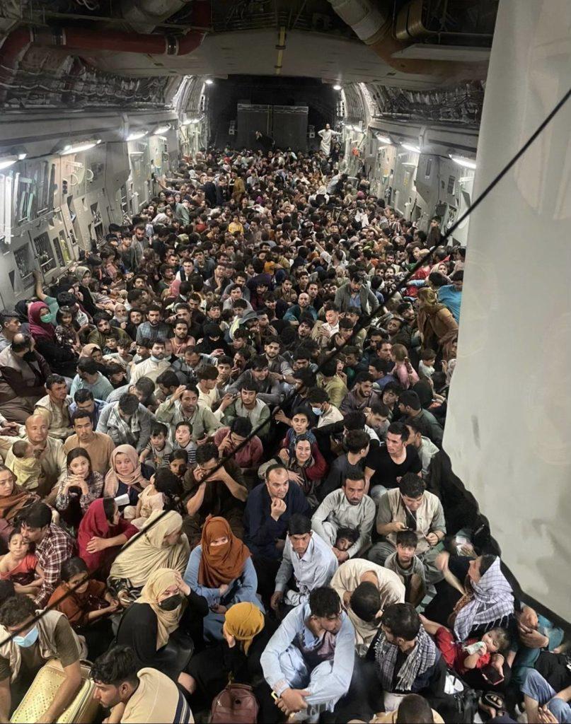 C-17 640 uciekinierów