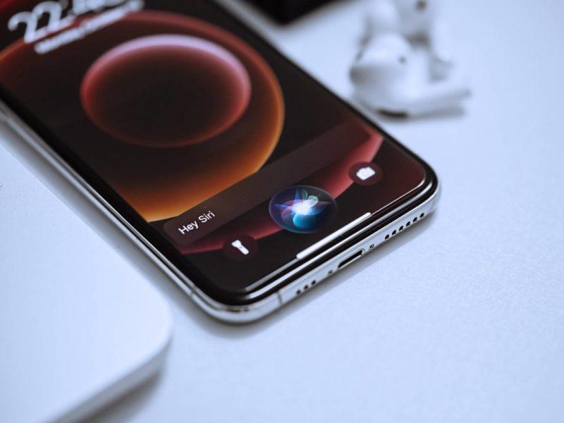 Siri po polsku. Kiedy doczekamy się polskiej wersji asystenta głosowego od Apple? Czy pojawi się jeszcze w 2021 wraz z systemem iOS 15?