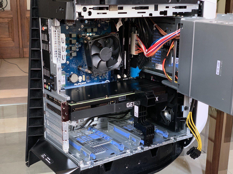 DELL Alienware R10 wnętrze