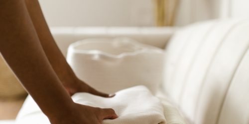Jak dbać o ubrania? Przydatne urządzenia, które przedłużą życie Twojej garderoby