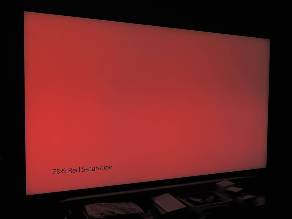 plansza nasyconej w 75% czerwieni, widziana pod lekkim kątem
