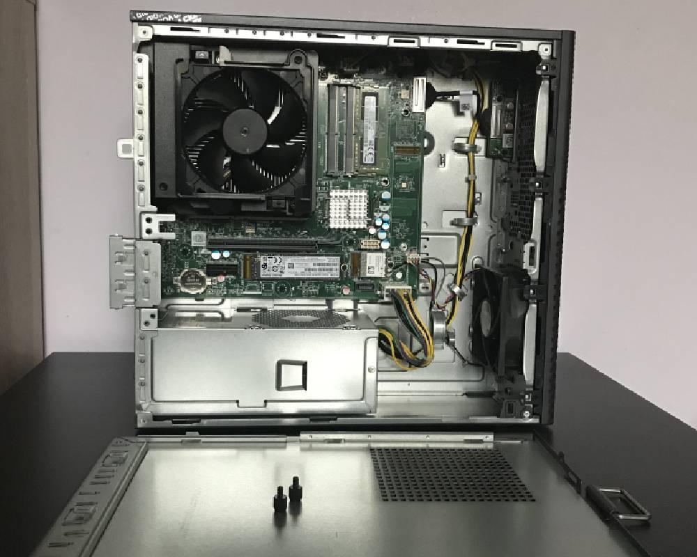 komputer bez osłony