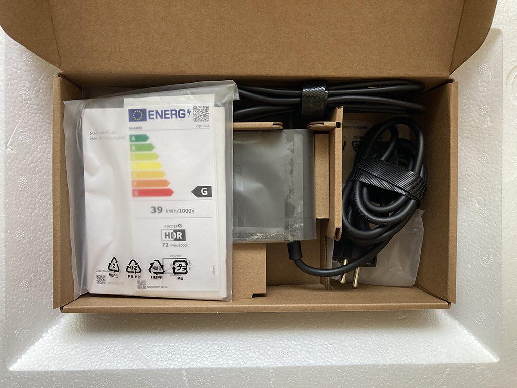 pudełko z okablowaniem monitora huawei mateview gt