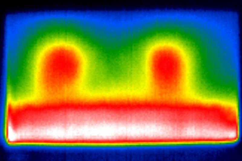 termogram pokazujący podświetlenie telewizora samsung qe55q77a
