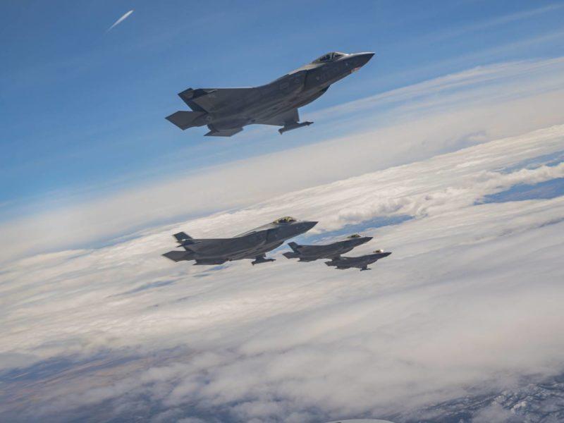 F-22 vs F-35. Pojedynek gigantów na Red Flag