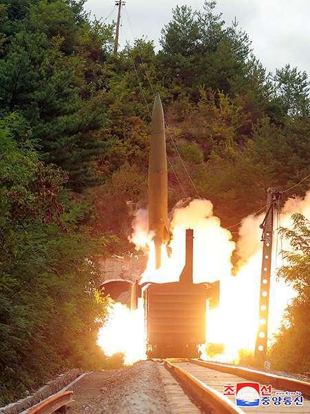 Korea Północna balistyczny pocisk kolejowy start