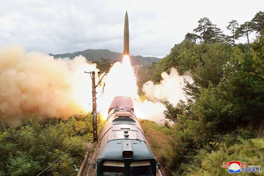 Korea Północna wystrzeliła pocisk balistyczny z wyrzutni kolejowej