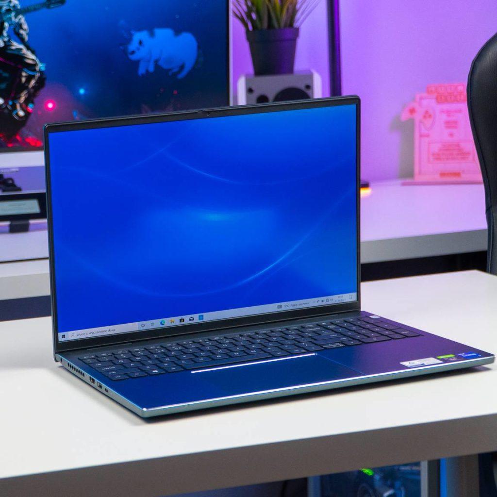 Otwarty laptop Dell 16 Plus 7610