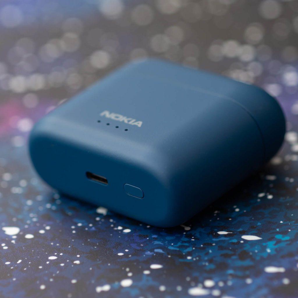 USB-C i przycisk funkcyjny Nokia Noise Cancelling Earbuds BH-805