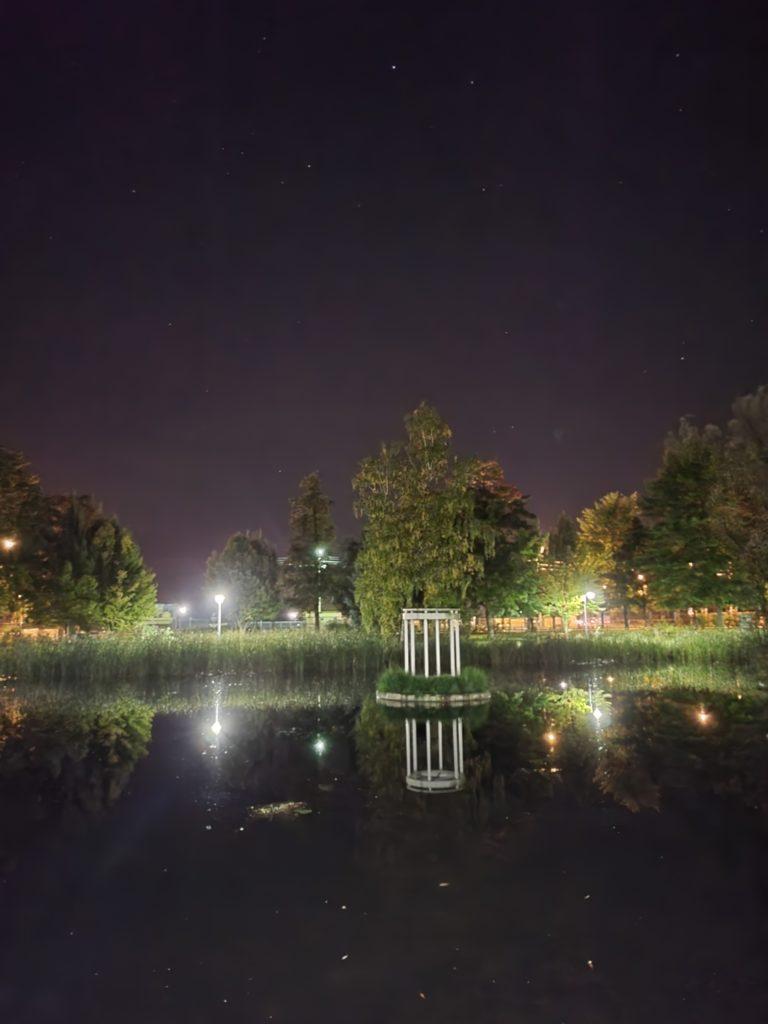 Galaxy Z Fold 3 tryb nocny główny staw
