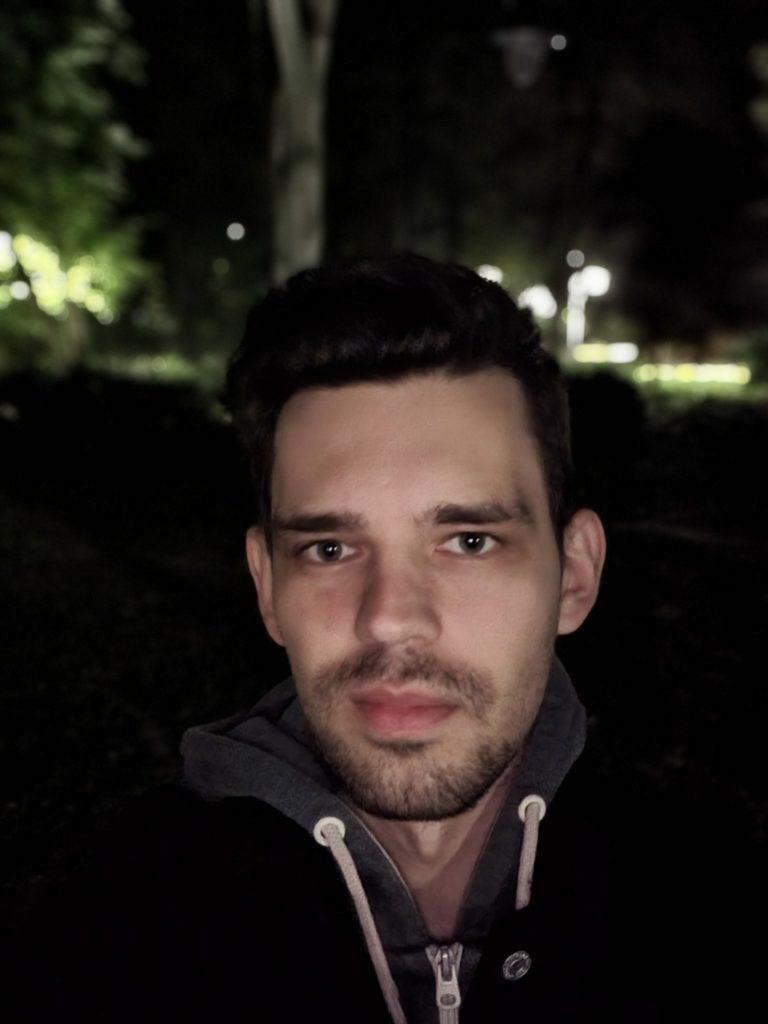 Galaxy Z Fold 3 tryb nocny zdjęcie portretowe