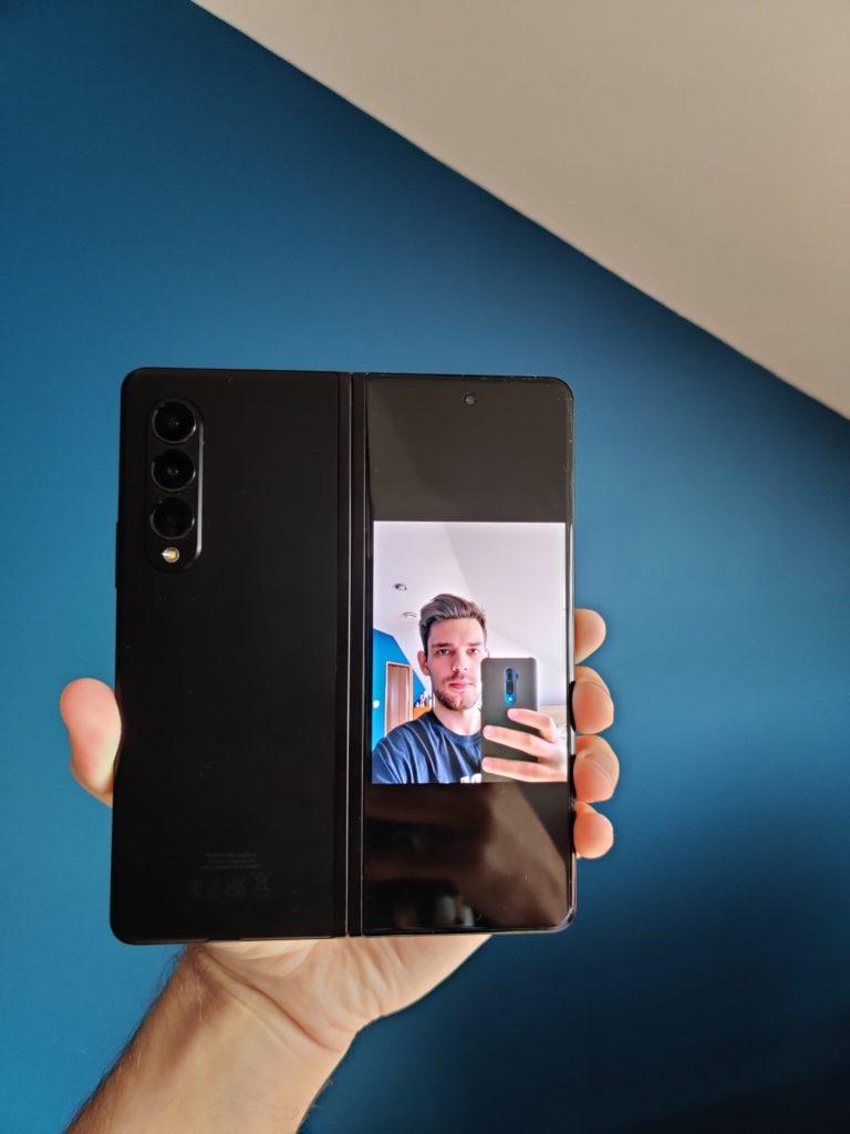 Galaxy Z Fold 3 podgląd selfie