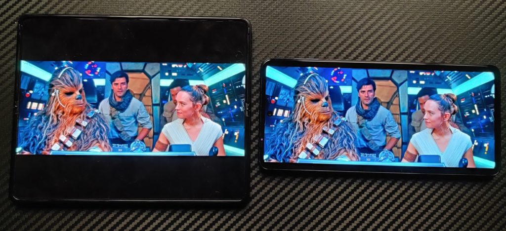 galaxy-z-fold-3-vs-motorola-edge-20-pro-ekran