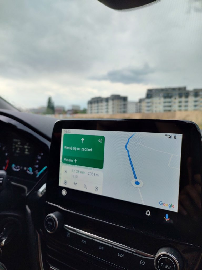 Motorola Edge 20 Pro obiektyw główny Android Auto