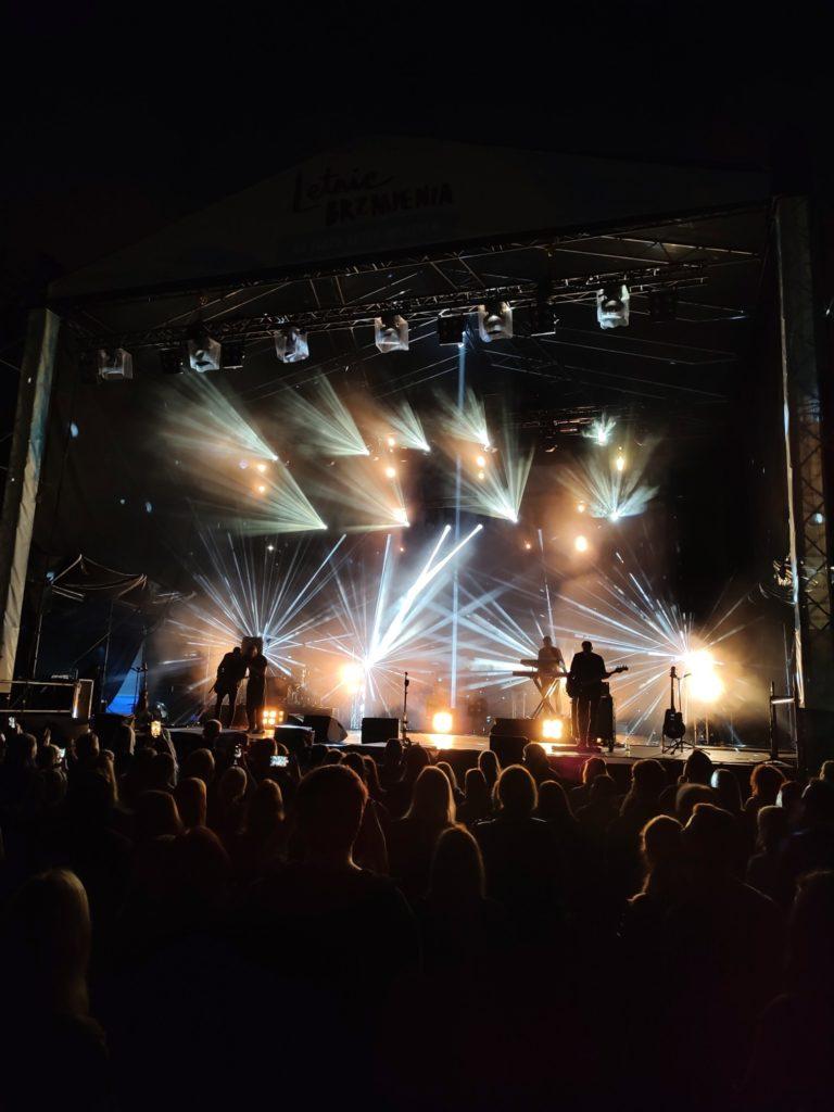 Motorola Edge 20 Pro obiektyw główny koncert i swiatla