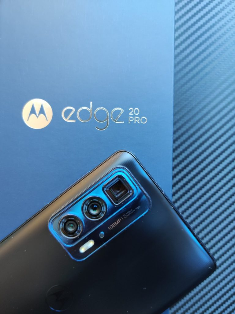 Motorola Edge 20 Pro wyspa z aparatami