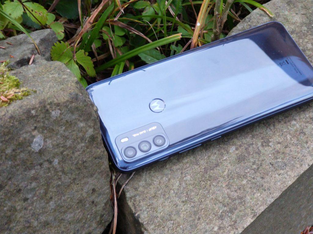 Motorola Moto G50 5G na kamieniu