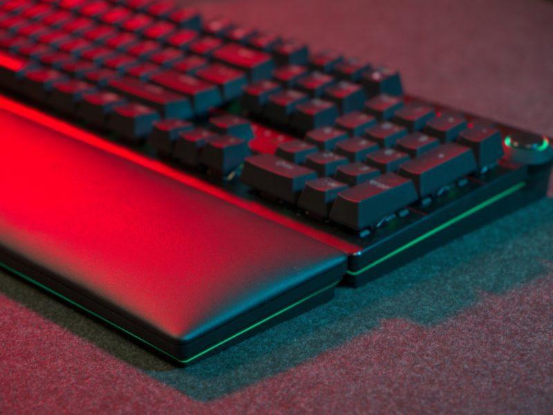 Recenzja Razer Huntsman V2 Analog. Gamingowa klawiatura dla bogaczy