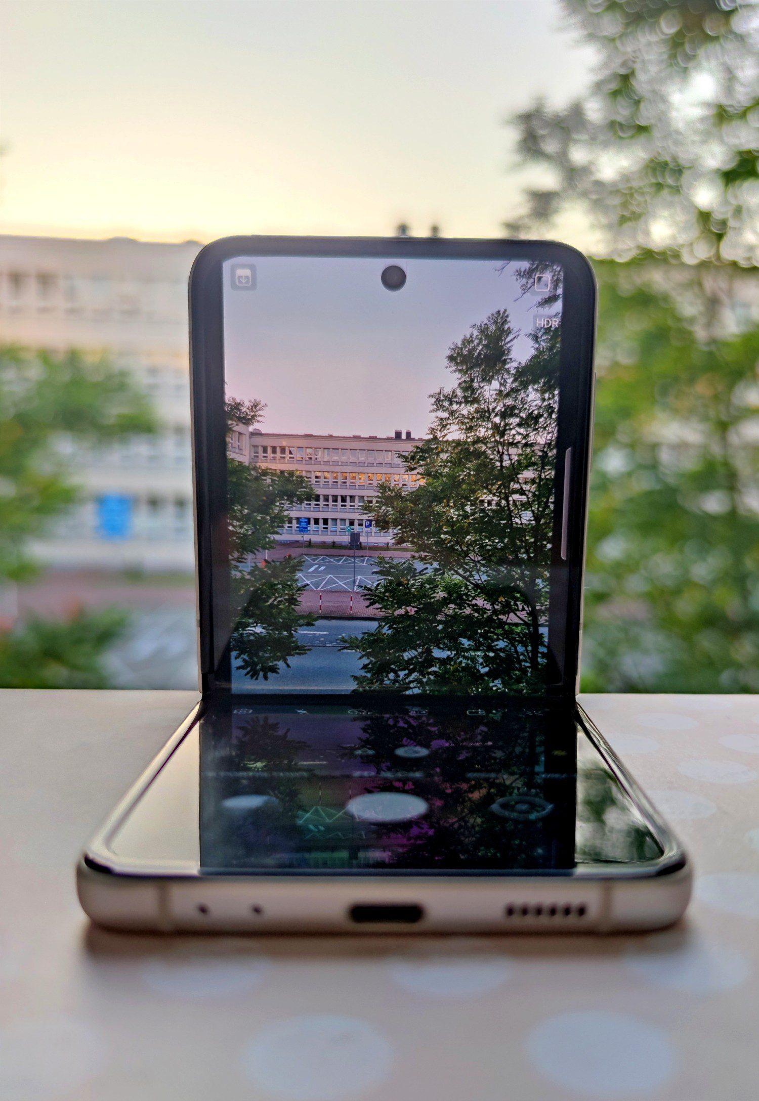 stabilność składanego smartfona