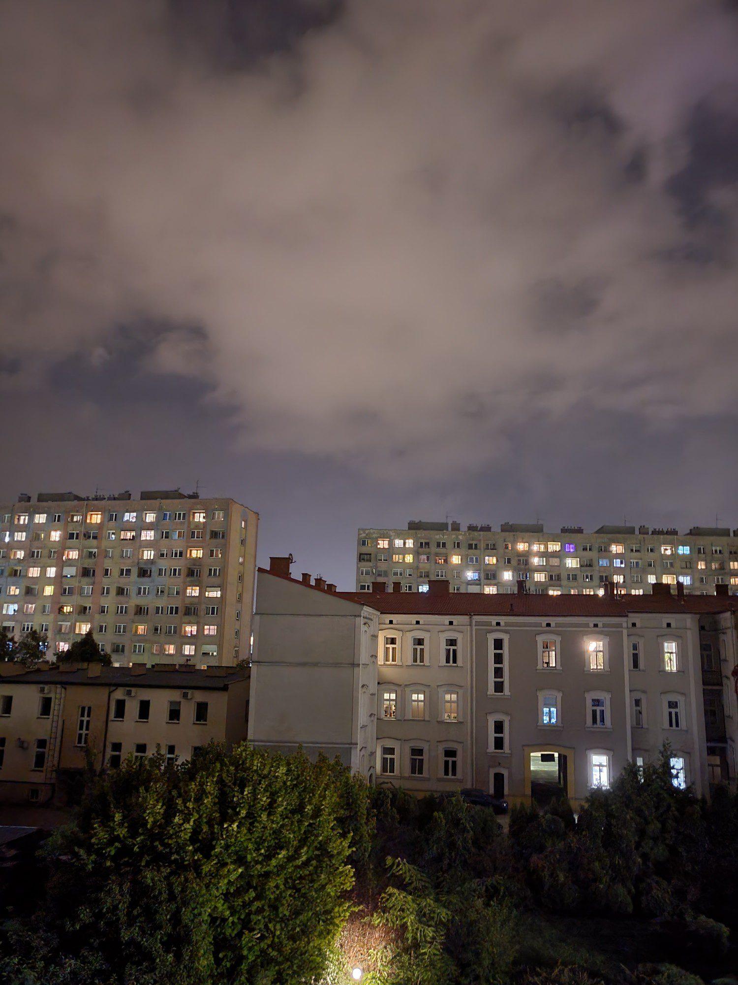 niebo w trybie nocnym z flip3
